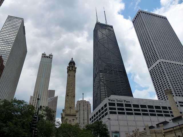 The Willis Tower is one of the best attractions in Chicago ... photo by CC user romanboed on Flickr
